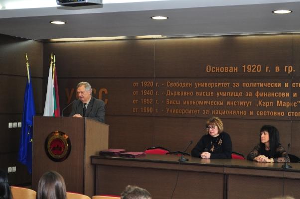 "<i><span lang=""EN-US"">Prof. Dr. Hristo Hristov is greeting the alumni. On the right: Prof. Dr. Veselka Pavlova and Prof. Dr. Tsvetka Stoencheva</span></i>"